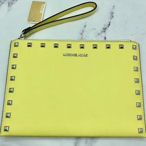 MICHAEL KORS Jet Set Travel Wristlet Sunshine